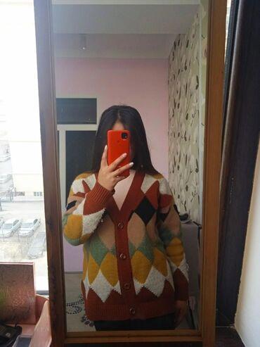 Свитера - Кыргызстан: Срочно продаю короткий кардиган за 1000сом, сама купила за 1300  один
