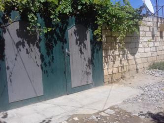 """загородный дом с гаражом в Азербайджан: Xirdalanda """"Gulnar""""-restoranin yaxinliginda 1 sotun içində umumi sahə"""