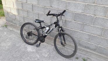 Спорт и хобби - Кызыл-Туу: Продаю подростковый велосипед.состояние хорошое.имеются тормоза на