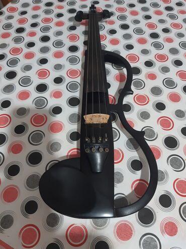Klavir - Srbija: Violina yamaha120 hitno