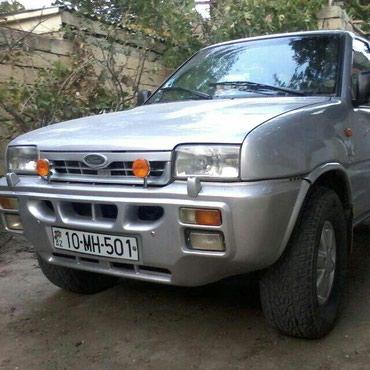 Qobustan şəhərində Ford Maverick 2000