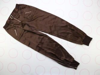 Стильные женские штаны внизу на молнии Длина: 100 см Длина шага: 77 см