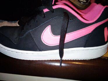 Ženska patike i atletske cipele | Zajecar: Zenske NIKE patike, br.38,malo nosene,bez ostecenja, kupljene