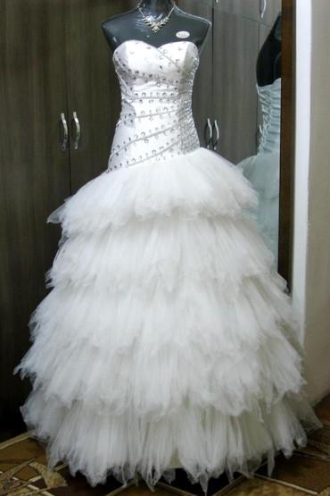 Женская одежда в Каинды: Продается свадебное платье 44-46-48 на девушку ростом от 165 см