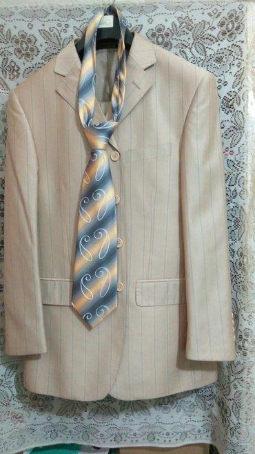 костюм мужской, одевал 1 раз на свадьбу, рост хозяина 168 см, отдам за в Бишкек