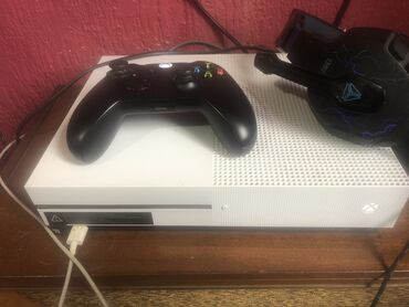 Xbox one 500gb 2 igre 1 wifi controler BG