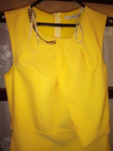Duga sarena haljina - Srbija: HaljinaDuga haljina, zute boje. Prati liniju tela, sirena kroj. Jednom