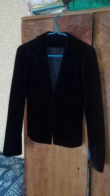 Приталенный бархатный костюм. классика ничего лишнего. в Бишкек