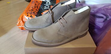 обувь в Кыргызстан: Clark's демисезонные ботинки, верх натуральный нубук, размер 42-42.5