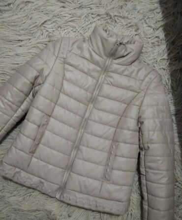 Zenska jakna -Nova, nikad koriscena.Samo je etiketa skinuta, jednom