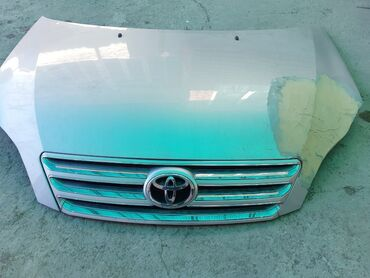 Toyota - Цвет: Серый - Бишкек: Toyota Avensis Verso 2 л. 2004