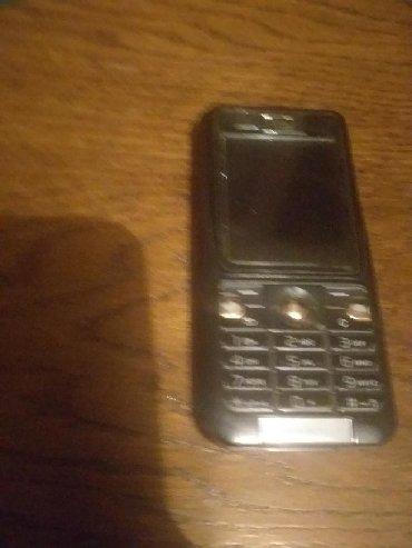 Elektronika   Becej: Soni ericson mobilni telefon.ispravan,uz njega punjac i slušalice