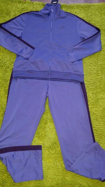 спортивный в Кыргызстан: Продаю спортивный женский костюм NIKE. Размер (М)