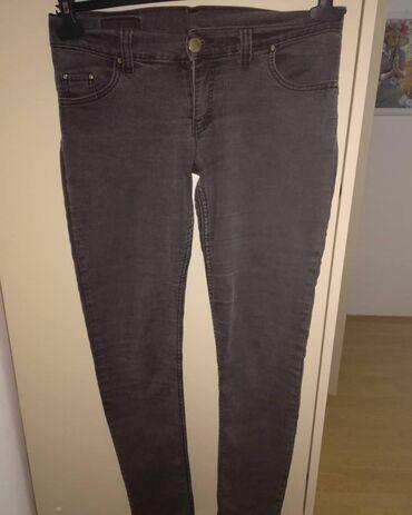 Pantalone legendu - Srbija: Legend zenske pantalone, na zadnjoj slici ima sitno ostecenje. Ostalo