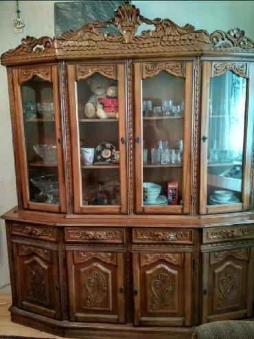шкаф в гостинную в Азербайджан: Temiz agac.Iran.Cox yaxsi veziyyetdedir.Чистое вырезное