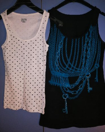 Ženske majice dve po ceni od 900 rsdBela sa tufnama vel XXSCrna vel S