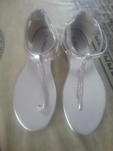 Ženska obuća | Vladicin Han: Nove sandale 39 800 dinara