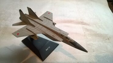 Rc avion - Srbija: Avion Mig 31, USSR,oko t.j. 14 cm. fali 1 crni deo na z