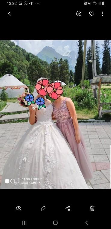 Свадебные платья - Кок-Ой: Сдам красивое свадебное платье на прокат. покупали за 40т одевалось 1