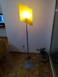 Lampa podna, izuzetno kvalitetna i prelepog dizajna, ima - Obrenovac