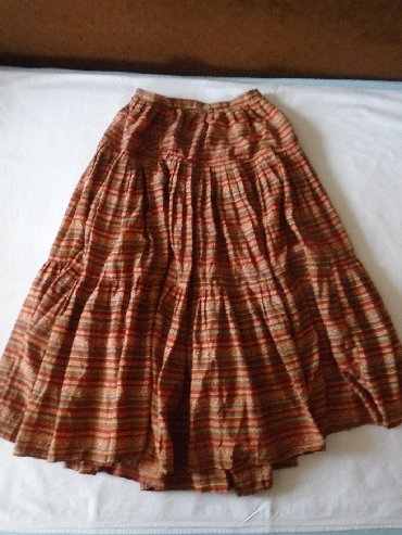 Suknja struka od - Srbija: Suknja sašivena od više metara materijala koji lepo i bogato pada pa