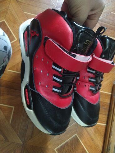 Продам классные кроссы 33 размера с утепление,брала за