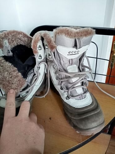 ecco zimnie в Кыргызстан: Ботинки зимние ECCO, размер 37, б.у. носили 3 раза. Цена 2200с. Торг