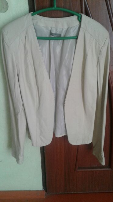 Bella italia бишкек - Кыргызстан: Кожанный куртка женский 46 размер цвет молочный. made in Italia. нату