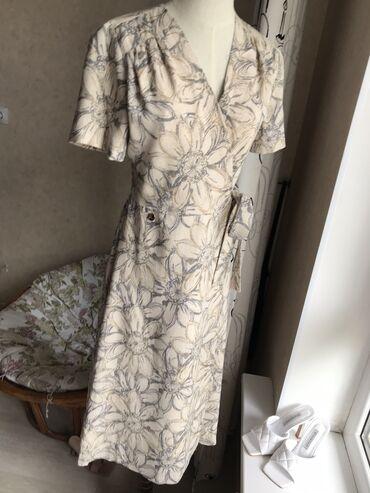 dresses в Кыргызстан: Очень женственное платье на запАх в последних размерах 40,42. Ткань