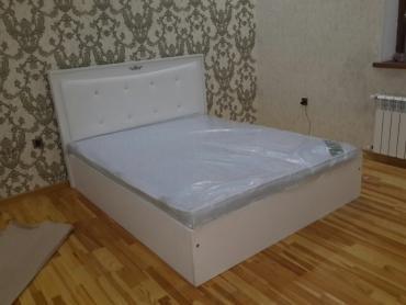 Bakı şəhərində Carapyı beyaz rengli koja ve beyaz laminatdan hazirlanib. 160/200