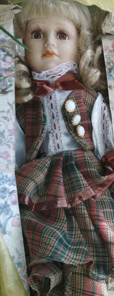 в Каракол: Кукла фарфоровая