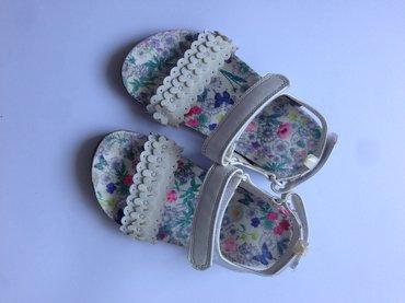 H&M bele sandale sa anatomskim gazistem poput Grubin modela. - Belgrade