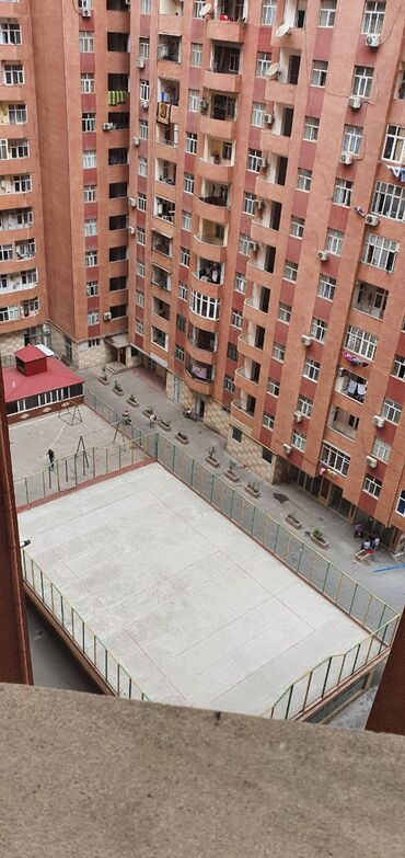 otaq - Azərbaycan: Otaq yoldasi xanim axdariram.evde men ve iki qizim yasayir.150 m