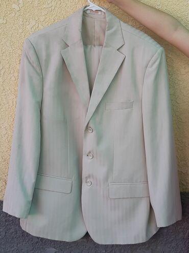 Продаю три комплекта костюмов всё одного размера 52-54 состояние белый
