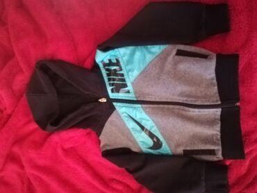 Nike duksic bez ostecenja vel 3