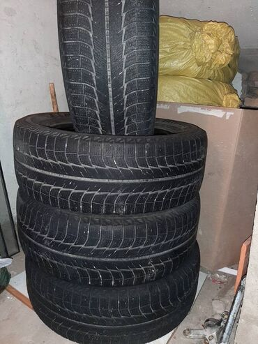 грузовые шины 385 в Кыргызстан: Продаю зимние шины 255/60 R17 Michelin. Комплект б/у Цена 14тыс