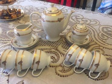 Bakı şəhərində Çay və qehve destleri 45 azn, 6 çaşka nelbeki 35 azn hamısı tezedir.