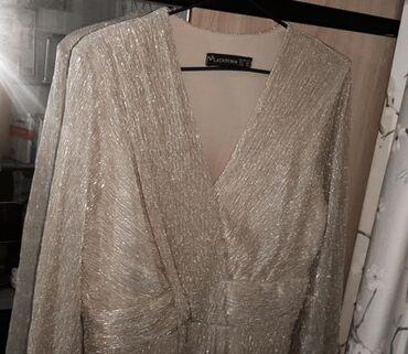 Платье золотистое,длинное. Можно одеть на той,праздник. Брали намного