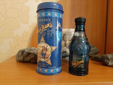 dzhinsy versace в Кыргызстан: Продаю мужской парфюм  Versace blue Jean's и Antonio banderas the secr
