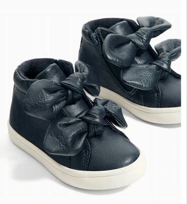 Zara. Теплые ботинки на осень. Размер 23