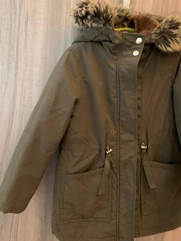 Куртка Зара, была куплена в Бельгии. Возраст 7-9 лет. Одевали 1 сезон