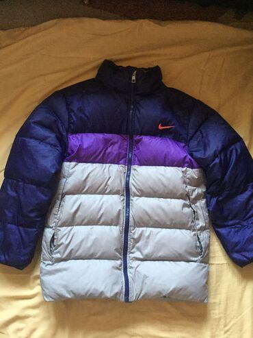 Zimske - Srbija: Očuvana Nike zimska perjana jakna, topla, ima 2-3 mala oštećenja vidna