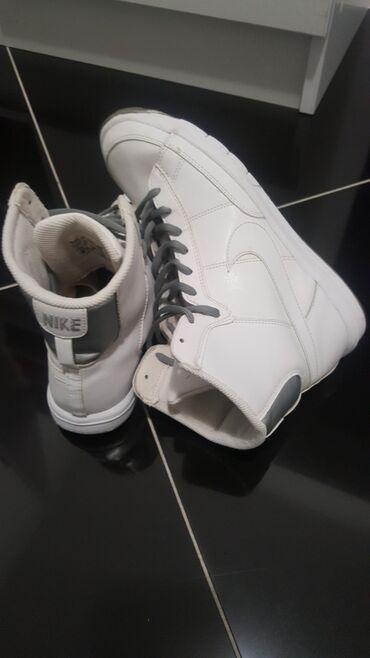 Nike orginal duboke patike velicina 38.5 24cm