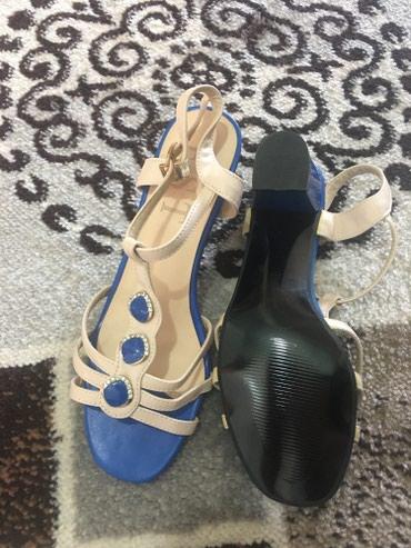сандали 38 размер в Кыргызстан: Женские сандали.Нежные и удобные. Размер 38.( Новые ) Цена окончатель