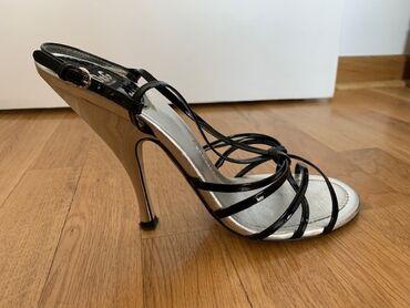 Prodajem originalne, vrhunske Dolce&Gabbana sandale sa crnim