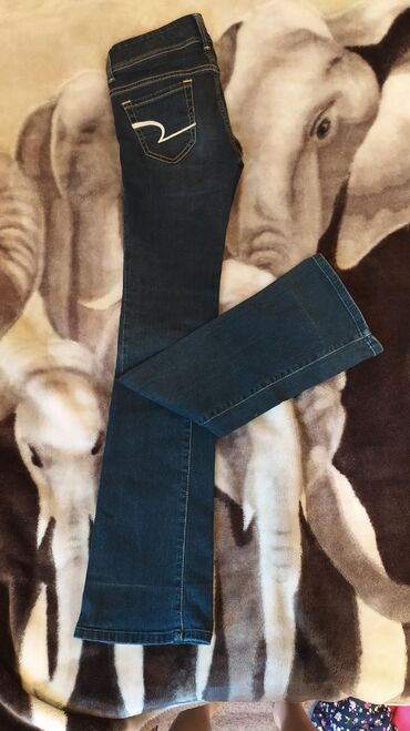 Отличная посадка джинс, подчеркивает хорошо длина может подойти и