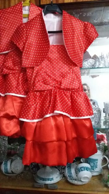 Детские платья в Кыргызстан: Подаю платья на девочек от3 до 5-6 л.Состояние хорошее