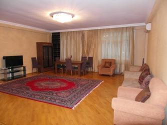 ремонт машины в Азербайджан: Сдается квартира: 3 комнаты, 160 кв. м, Баку
