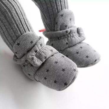 Dečije Cipele i Čizme - Crvenka: Patofnice za bebe. Nove. U dve boje: sive i roze. Imaju čičak traku