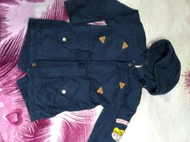 детская осенняя одежда в Кыргызстан: Продаю детскую куртку на мальчика. Осень-весна. Фирменная. В хорошем